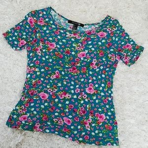Cute, floral short sleeve top, small